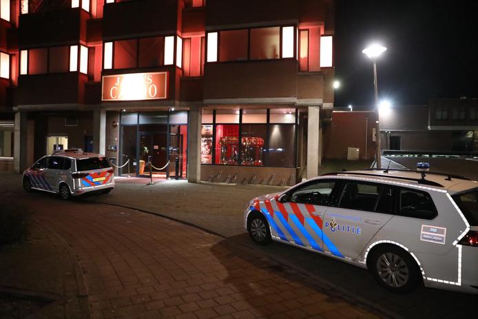 Politie bij het overvallen casino in Arnhem.