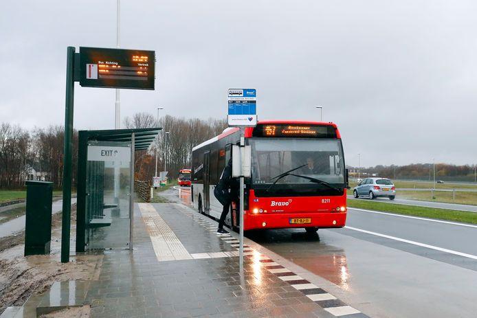 """De af- en oprit van de A50 bij Sint-Oedenrode is in beeld als locatie voor een 'regionale mobiliteitshub'. ,,Hier is al een HOV-halte met fietsenstalling en carpoolplaats. De locatie is vlakbij de snelweg en ligt aan de fietsroute Veghel - Sint-Oedenrode."""""""