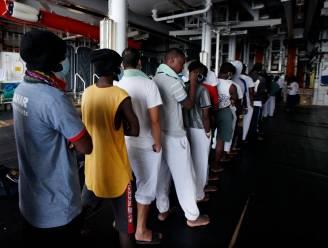 367 migranten op Artsen zonder Grenzen-schip na dagen wachten aan land gegaan in Palermo