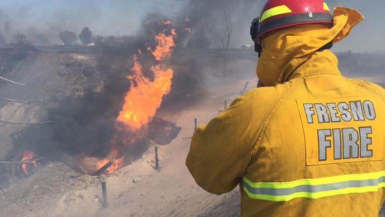 Een brandweerman bij de gasexplosie Beeld REUTERS