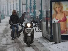 Grote gemeenten: vervuilende snorfiets moet van fietspad