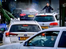 Topdrukte in de wasstraat door Koning Winter: 'Bij warm weer trekken pekelresten makkelijker in de lak'