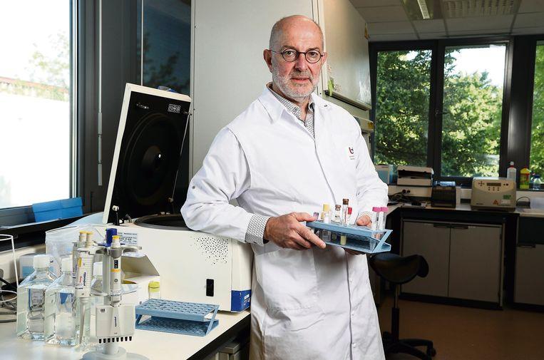 Vaccinoloog Pierre Van Damme (UAntwerpen): 'We moeten beter denken over ons grenzenbeleid. Onbezonnen gaan feesten in Spanje en daarna in België geen test laten afnemen, zoiets kan niet.' Beeld RONALD DERSIN