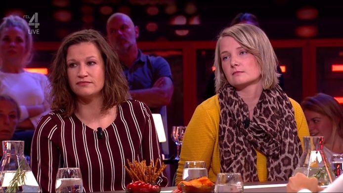 De voormalige pleegmoeders van baby Hannah, Minke (l) en Anne, zaten woensdagavond aan tafel bij RTL Late Night.