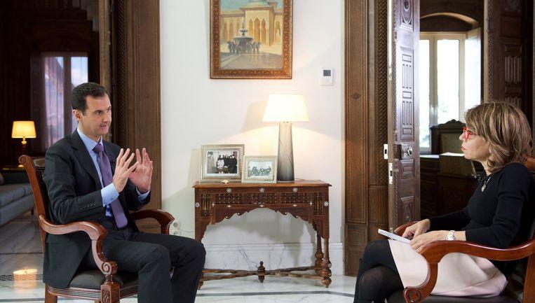De Syrische president Assad tijdens het interview met de Britse krant Sunday Times. Beeld afp