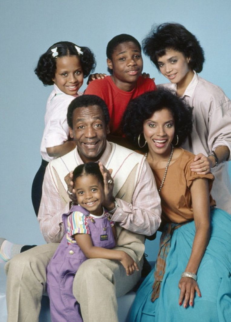 Bill Cosby met de cast van 'The Cosby Show'. Beeld NBC via Getty Images