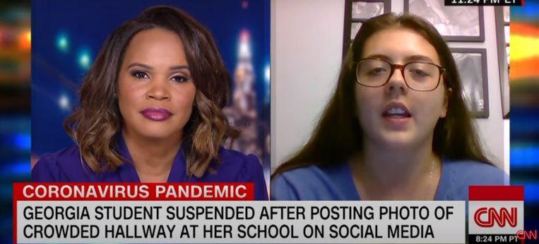 Hannah Watters (15) staat CNN te woord. Na felle kritiek is haar schorsing ingetrokken. Beeld Screenshot CNN