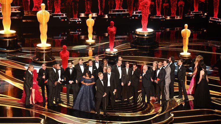 De cast en crew van 'Green Book' mocht de Oscar voor beste film in ontvangst nemen. Beeld AFP