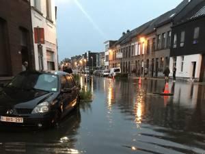 """Hevige regenval zet Lierse straten weer onder water: """"Komende uren worden cruciaal"""""""