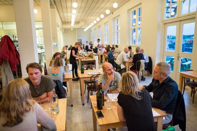 Scheepskameelheeft waarschijnlijk de openste keuken van Amsterdam Beeld Mats van Soolingen