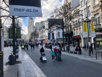 """""""Dit is broodroof, alweer"""": meeste shoppers blijven thuis, winkelstraten geven uitgestorven indruk"""