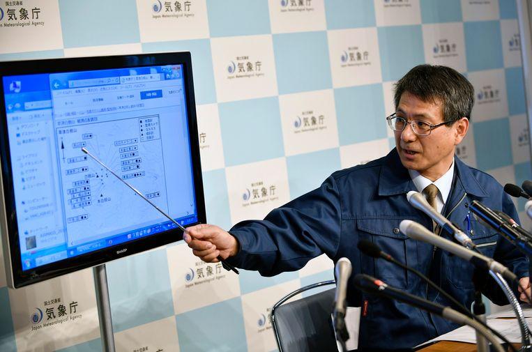 Makoto Saito van het Japanse meteorologische instituut tijdens een persconferentie.