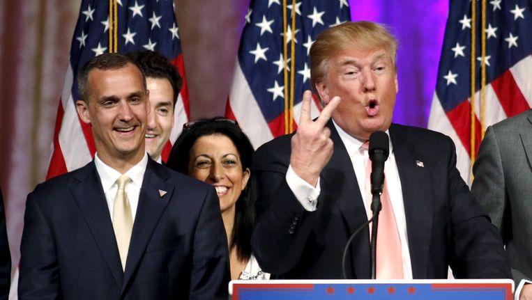 Corey Lewandowski, hier links naast Trump, tijdens een persconferentie in maart. Beeld REUTERS