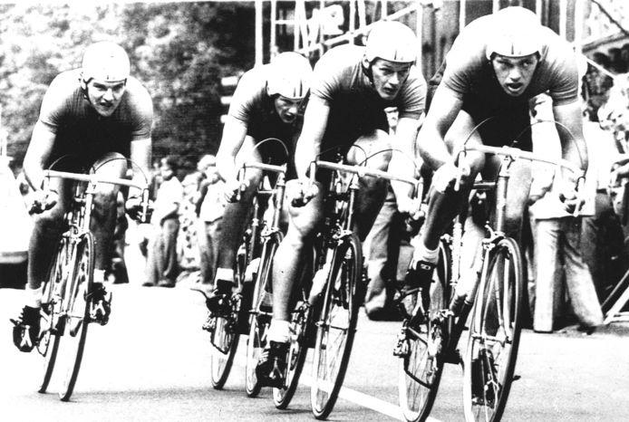 De wereldkampioenen in 1978: Van rechts naar links: Jan van Houwelingen, Bart van Est, Bert Oosterbosch en Guus Bierings.
