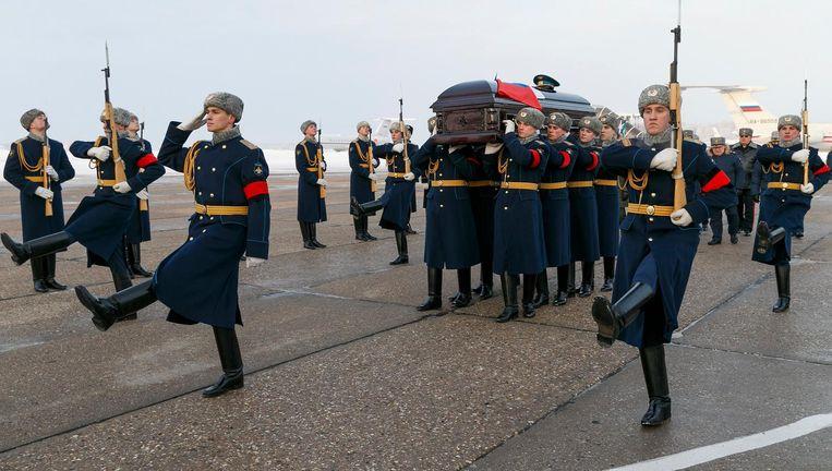 Ereceremonie in Moskou voor de in Syrië omgekomen Russische piloot Roman Filipov. Beeld epa
