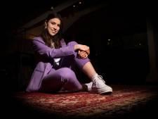Zangeres Emma Luca (21) heeft een nieuw album: 'Heb je het nog niet in een vakje kunnen stoppen? Wij ook niet'