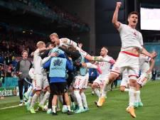 Denemarken naar achtste finales na bruisend voetbalfeest in Kopenhagen