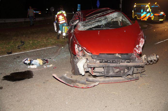 Twee bestuurders zijn dinsdagavond rond 20.45 uur gewond geraakt bij een botsing op de Elshoutseweg in Oudheusden. De auto's hebben flinke blikschade opgelopen.