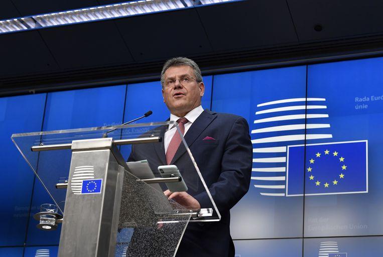 Vicevoorzitter Maros Sefcovic van de Europese Commissie, belast met de uitvoering van de brexitakkoorden, spreekt van een 'schending' van het protocol over Noord-Ierland. Beeld EPA