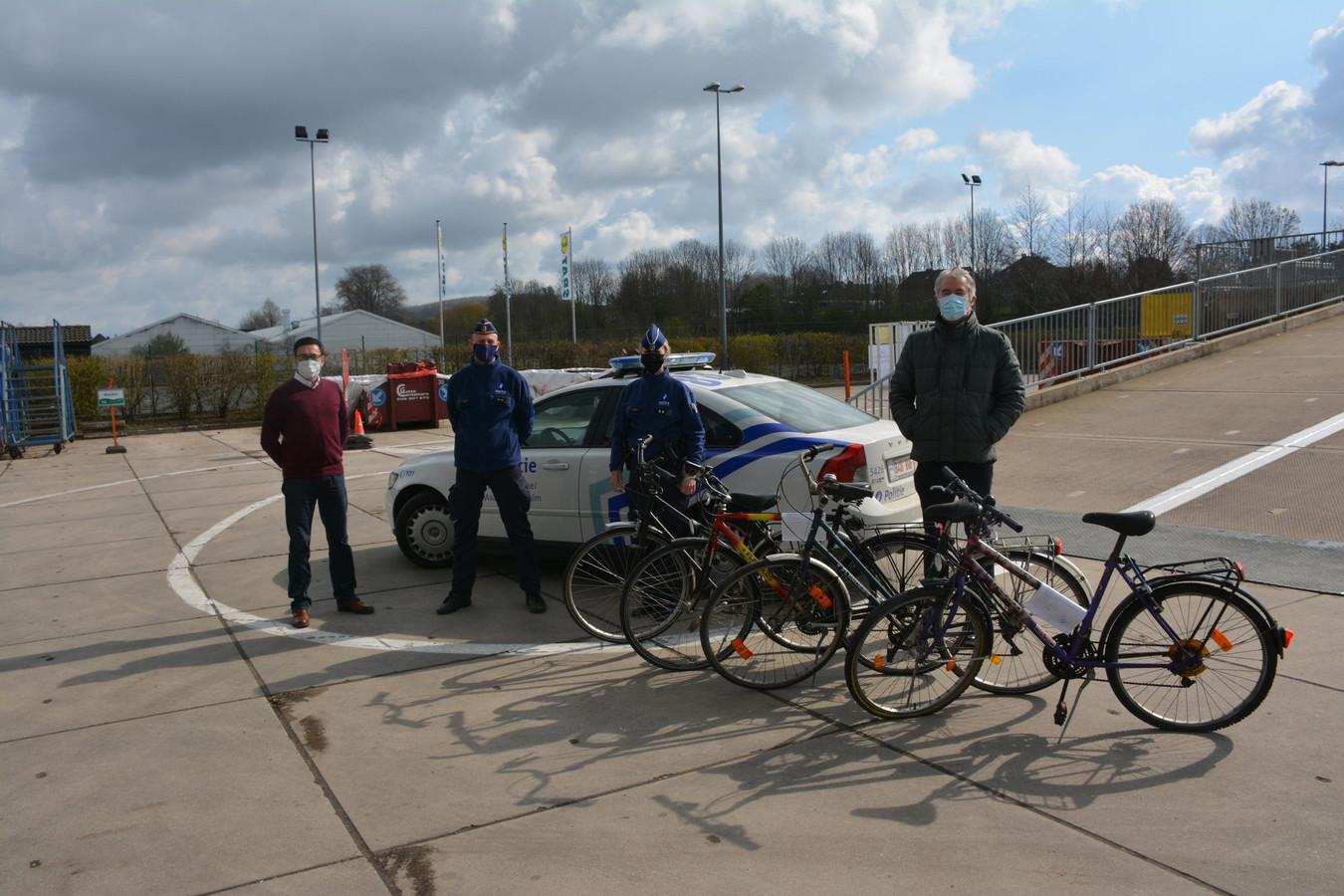 Van de gemeente Brakel kreeg vzw Amon maandag 30 fietsen.