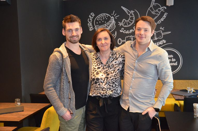 Onderneemster Nathalie Deraedt met chefs Miguel De Buck en Jonathan De Geyseleer in Gelati, dat binnenkort plaatsmaakt voor restaurant 'JustM'.