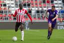 Jordan Teze was weer goed op dreef bij PSV, zoals hij eigenlijk het hele seizoen al stabiliteit toont.