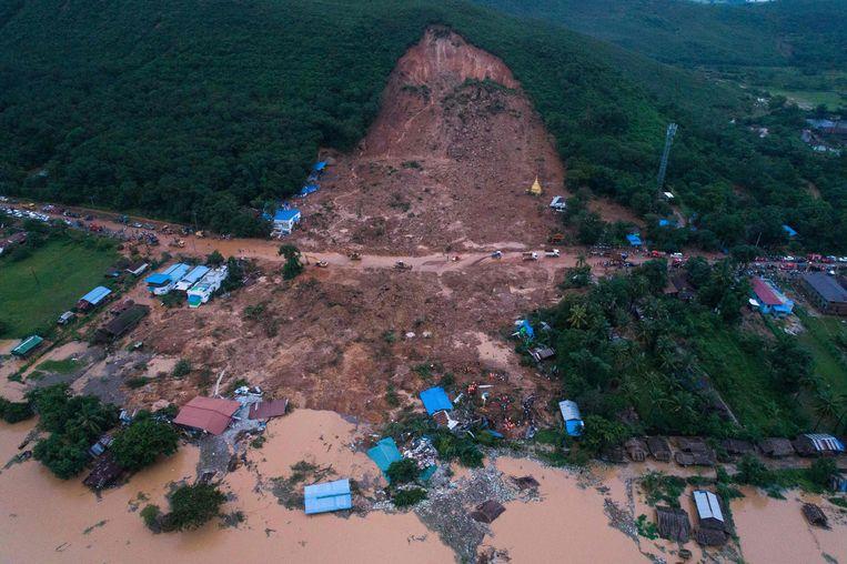 Een modderstroom in de staat Mon.