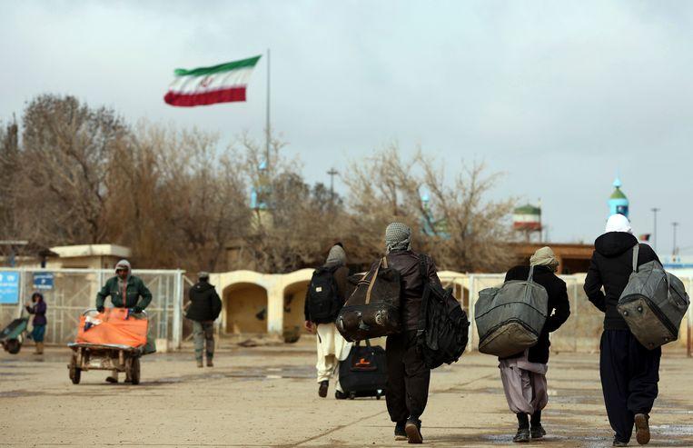 Afghanen bij de grensoversteekplaats Islam Qala. Beeld AP