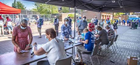 Geleboekjesgekte bij de GGD: gevaccineerden komen massaal stempel halen in Zwolle