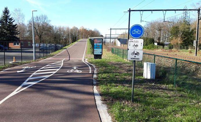 Het pronkstuk van de F11 is de fietsersbrug over de sporen tussen Morstel en Boechout.