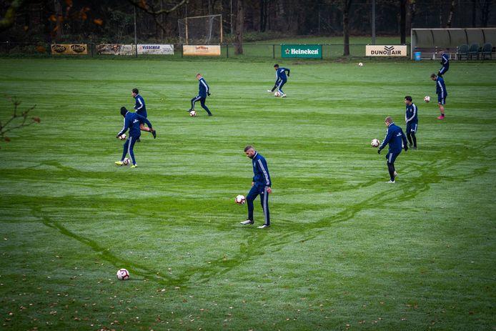 DUNO in training op sportpark De Waayenberg in Doorwerth.