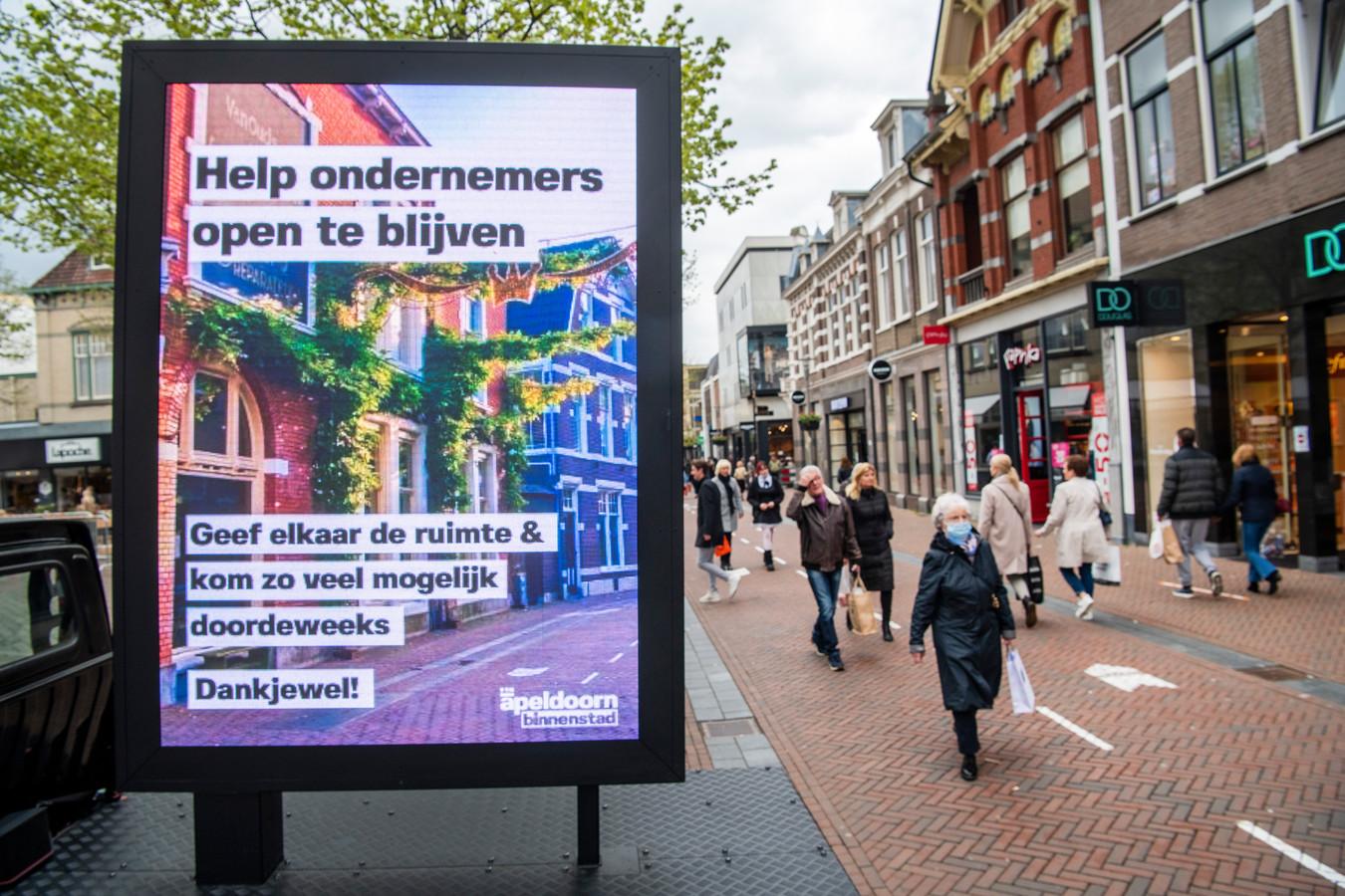 'Help ondernemers open te blijven!', riep Apeldoorn de bevolking al op. Een steunregeling waarmee de gemeente ondernemers zelf helpt, krijgt nu een vervolg.