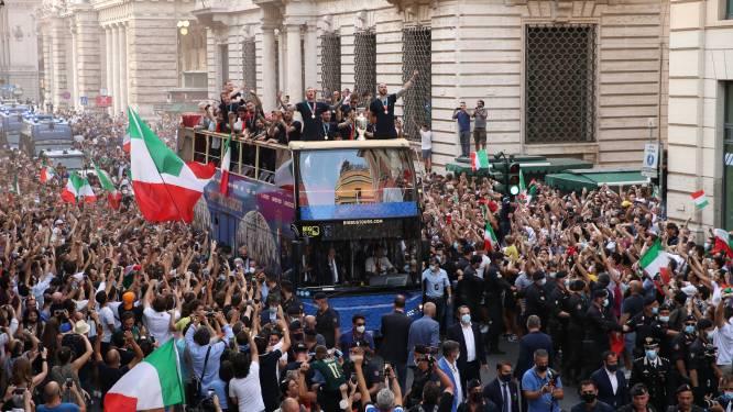 'Squadra' krijgt na aandringen Bonucci dan toch open bus, enorme mensenzee viert Europese titel in Rome