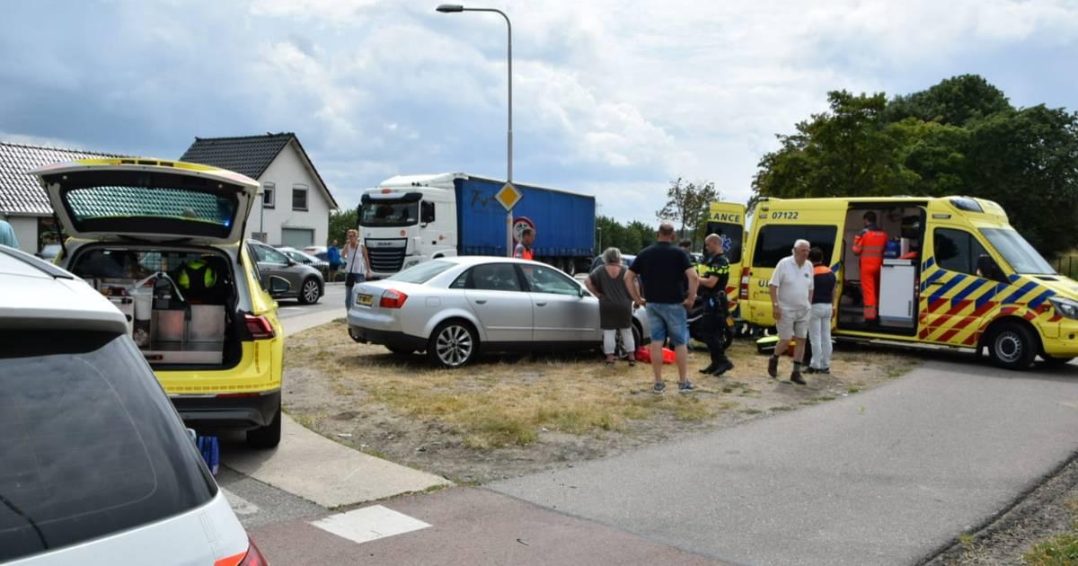 Scooterrijder zwaargewond door botsing met auto in Huissen.