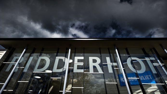 Buitenkant van winkelcentrum Ridderhof in Alphen.