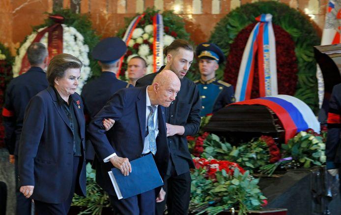 Valentina Tereshkova, de eerste vrouw in de ruimte, en voormalig NASA-astronaut Thomas P. Stafford.