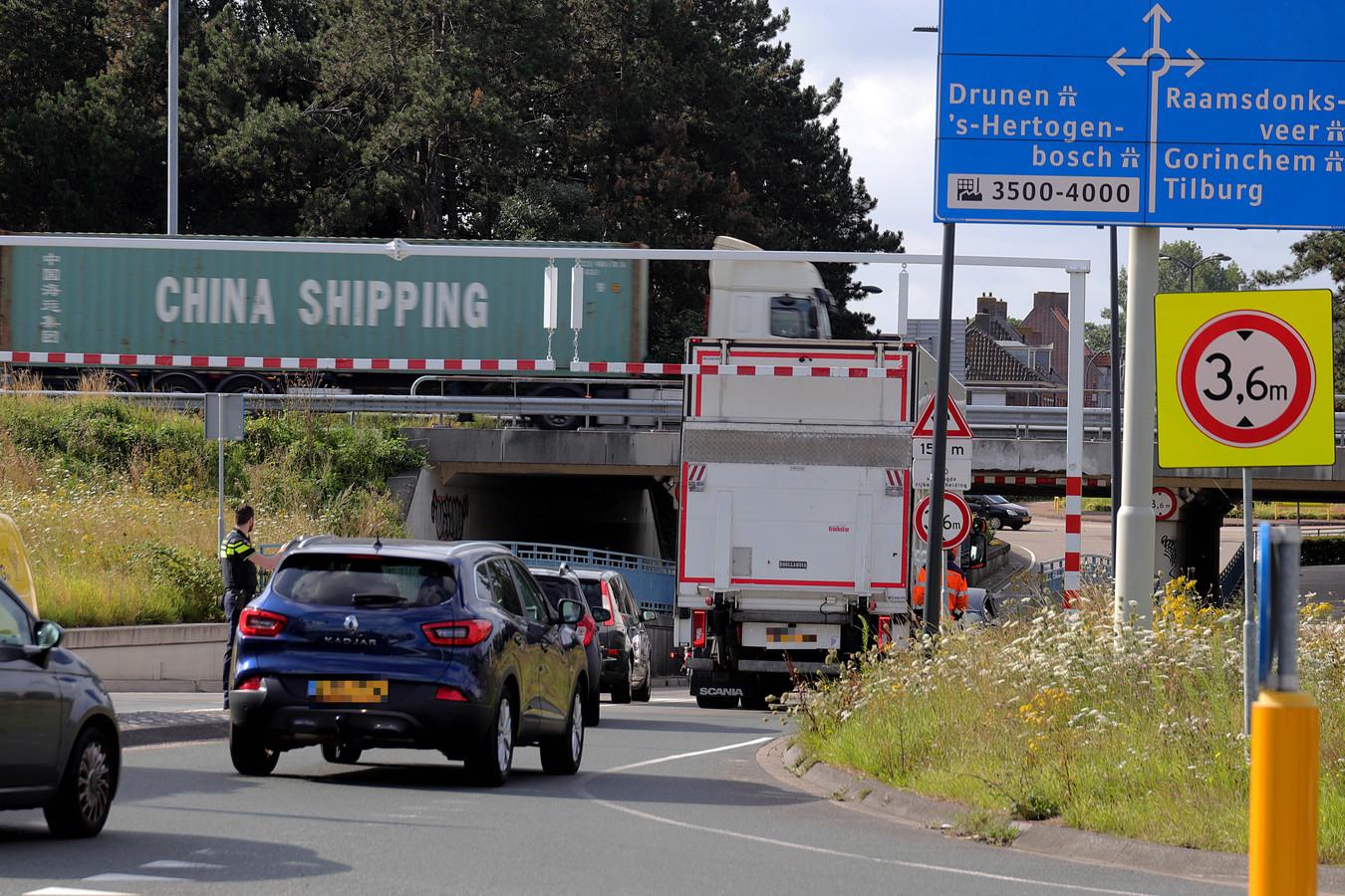 De politie regelde het verkeer totdat Rijkswaterstaat ter plaatse kwam.