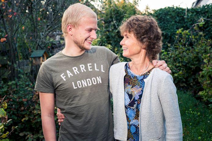 Volwassen zoon van gescheiden ouders, Ruben Visser (26, Amsterdam) met zijn moeder Emmeria van Diepen (58, Mijdrecht). Zijn ouders zijn gescheiden sinds 2004.