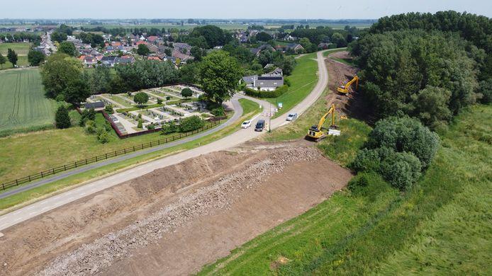 Werkzaamheden aan de Waaldijk bij Herwijnen zijn van start gegaan.