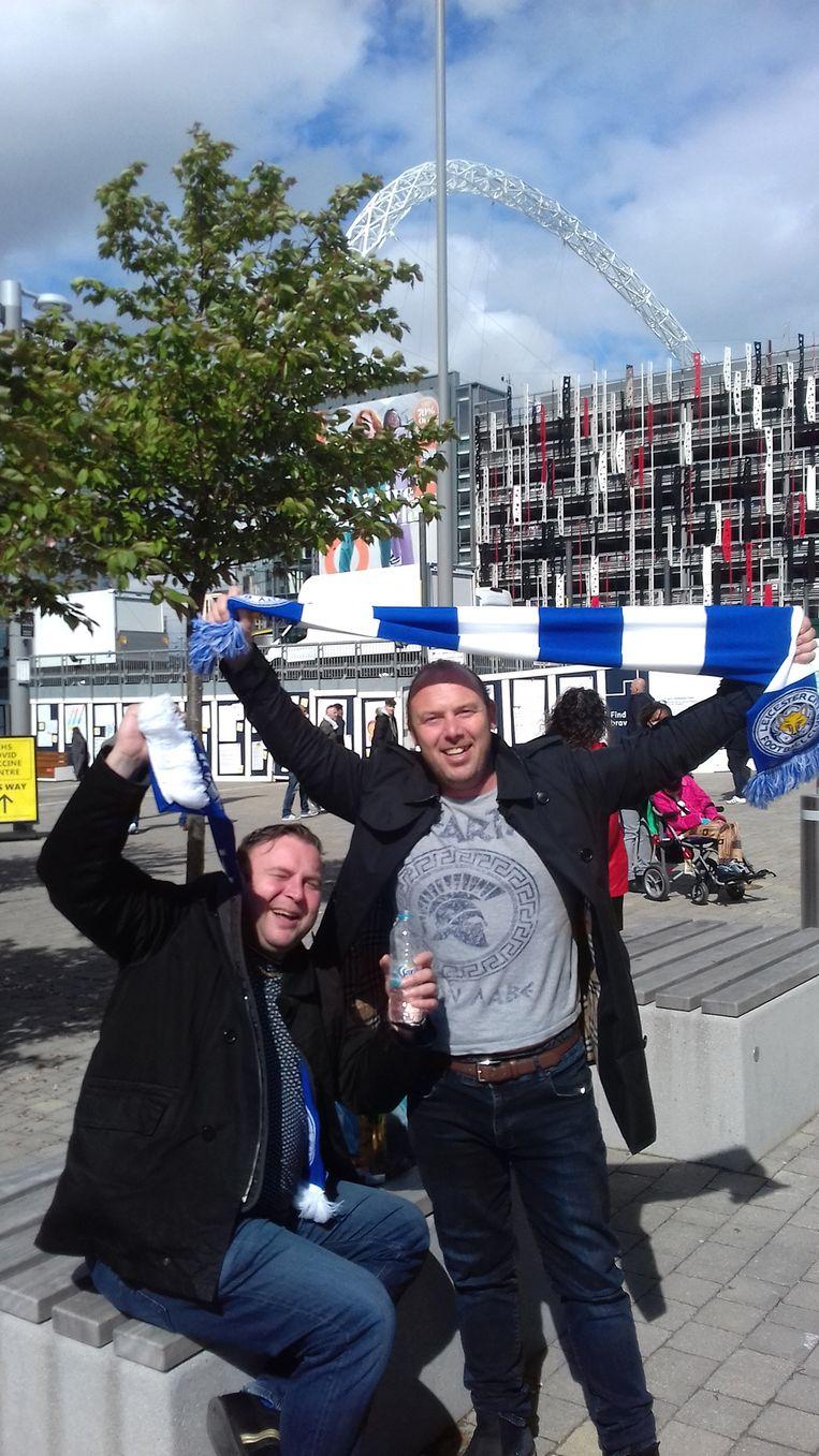 Leicester-supporters Jeremy en Joe. Beeld Patrick van IJzendoorn