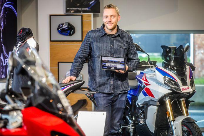 Met Autoostende was er voor de eerste keer een virtueel autosalon, waarbij verschillende dealers zich presenteerden aan het publiek. Ook Bjorn Versluys van motorenzaak M&M Inghelbrecht nam deel.