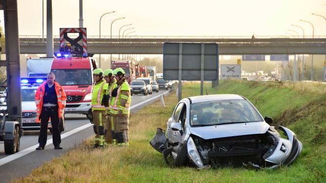 Franse automobilist gewond na stevige botsing in middenberm A19