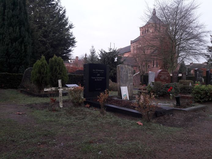 Het bescheiden graf zonder naam op de Algemene Begraafplaats in Best.