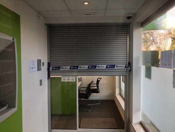 Het bankkantoor in de Koningin Astridlaan is gesloten na de overval.
