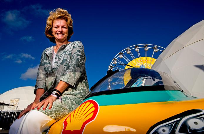 Portret van Shell topvrouw Marjan van Loon op de Shell Discovery op het Malieveld