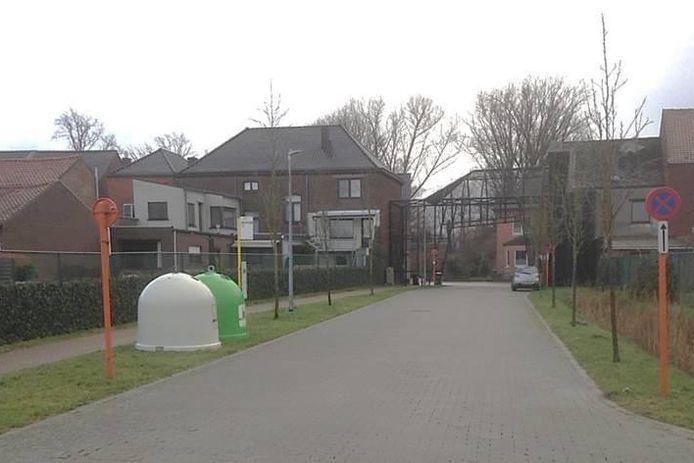 De glasbollen kregen vandaag hun nieuwe locatie aan de Hemmekes in Zichem.