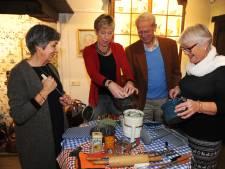 Sylvia Merrett van Dam nu ridder dankzij haar inzet voor  herinneringskoffers