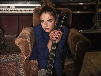 """Ine Tiolants pakt uit met debuut-ep onder nieuwe artiestennaam Emmy d'Arc: """"Corona heeft mij doen ontdekken dat ik graag zélf mijn nummers schrijf"""""""