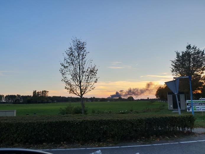Grote brand in Dongen. Rook te zien in Kaatsheuvel.