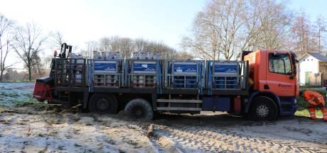 Zware vrachtwagen rijdt zich vast op sluiproute in Utrecht